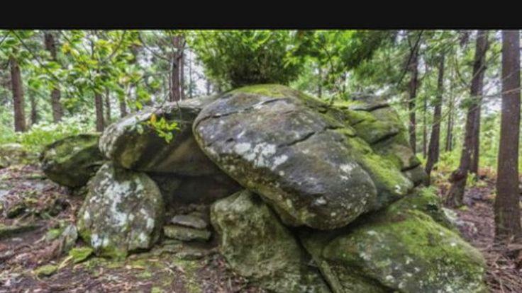 Uma amostra de uma pia esculpida numa rocha na Grota do Medo, na ilha Terceira, foi datada com 950 anos por um laboratório norte-america...