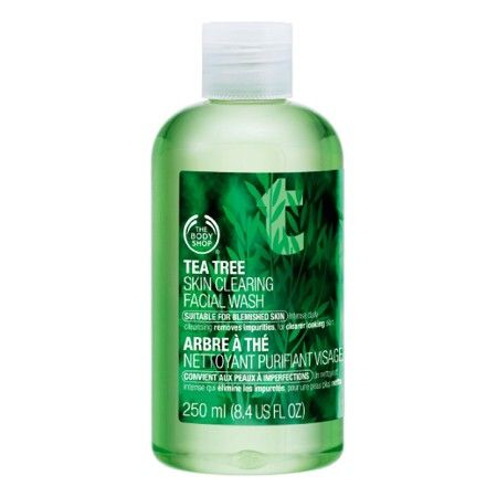 The Body Shop TEA TREE SKIN CLEARING FACIAL WASH 250ML Cleansing gel-based facial wash, suitable for everyday use to help prevent blemishes, removing excess oil without over-drying the skin. • Helps remove impurities • Gentle enough for daily use