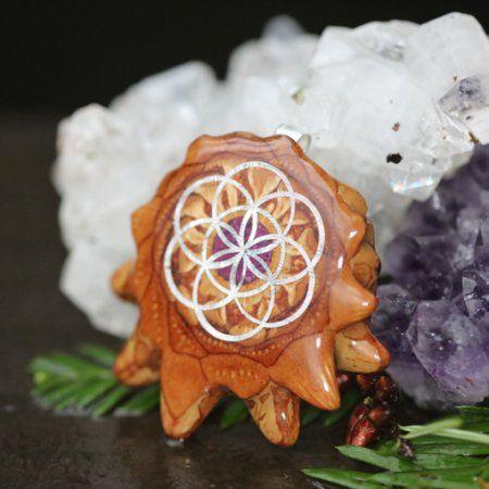 Rozdrcený sugilit (Svítí) s Seed of Life | Třetí oko Pinecones