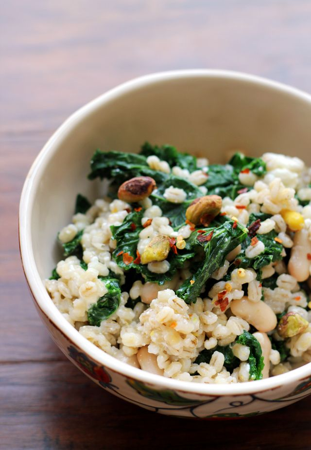 Barley salad with kale pistachios and feta receta for Cocinar kale