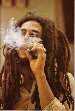 Bob Marley #smoking  http://www.waytoomany.com    calmed420.com