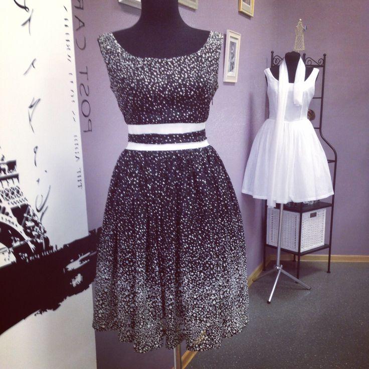 Платье р-р 44-46, стоимость 6500 руб. Подгонка по фигуре бесплатно.