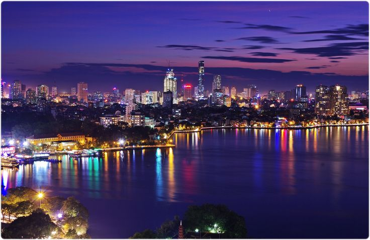Free things to do in #Hanoi, stroll around West Lake with an ice cream at sunset - Vietnamese romance.