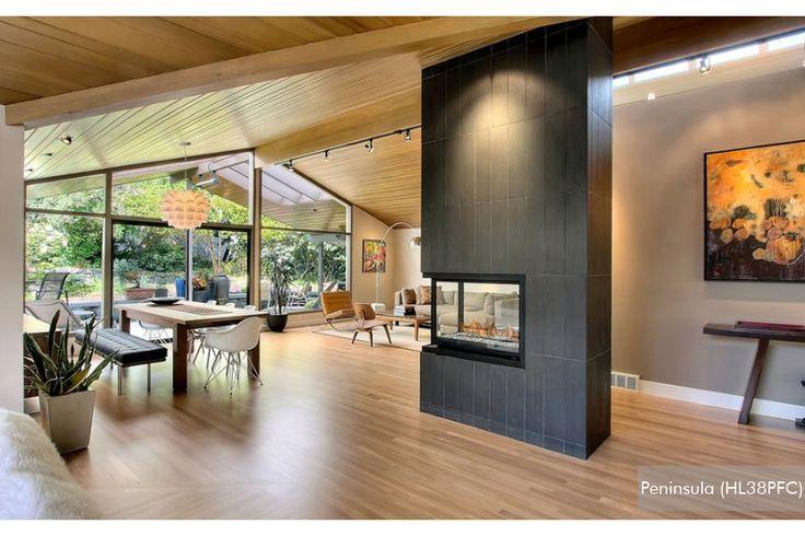 Élégant, simple et sophistiqué. Ce foyer à gaz multi-faces dispose d'un jeu traditionnel et d'un design ouvert qui rayonne la chaleur et un look classique.