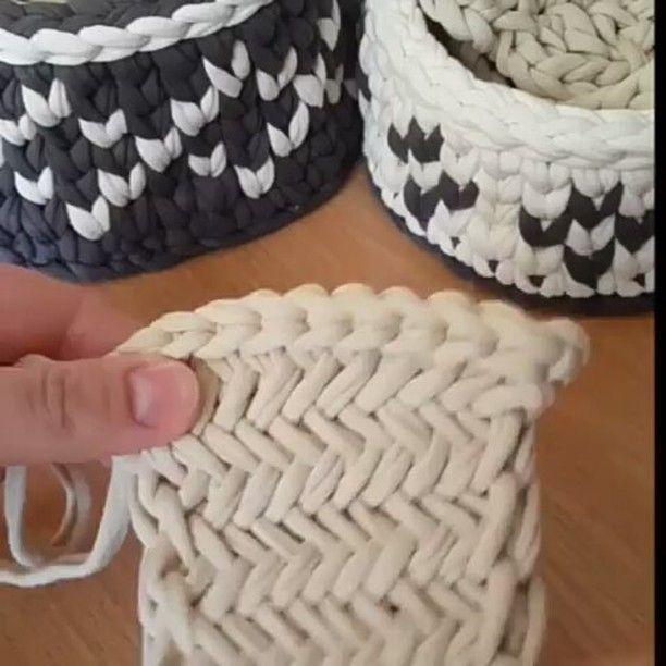Fechando o ciclo significa 2-3-2-3 Este método é ideal para padrões de fechamento, aperto de tecido, tais como parquet, espinha de peixe e outros.  Gancho de tamanho para ser um tamanho menor do que o tamanho dos raios, o que lhe tricô padrão principal!  Assista ao vídeo, não se esqueça de colocar como e todos os loops suaves! 😉🙌 # shtn_poleznosti shtn_vyazhemkryuchkom # # # zakrytiepetel vyazaniekryuchkom