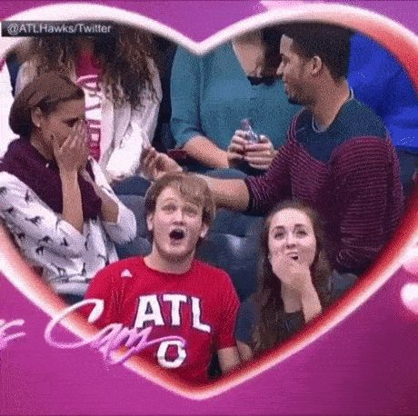 Kiss Cam – 15 Funny GIFs