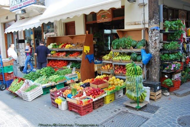 More fresh fruit and veg in the Ermoupolis agora (market) #syros