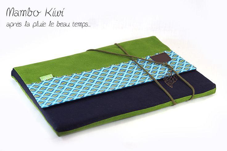 """Housse Macbook pro 13"""" en lin et velours bleu/vert avec fermeture par lanière : Housses ordinateurs et tablettes par mambo-kiwi"""