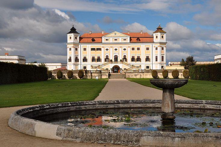 Kaum bekannt und doch sehenswert - Schloss Milotice im Osten Mährens. http://www.liakada.net/content/doku.php/blog:noch_eins_der_maehrischen_schloesser_-_milotice