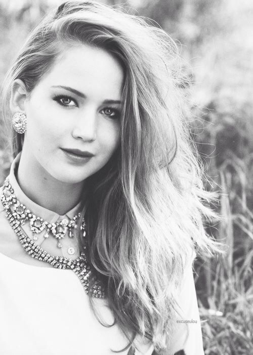 Jennifer Lawrence is like my favorite famous person ever to live! I love her she's soooooo funny! And awesome!