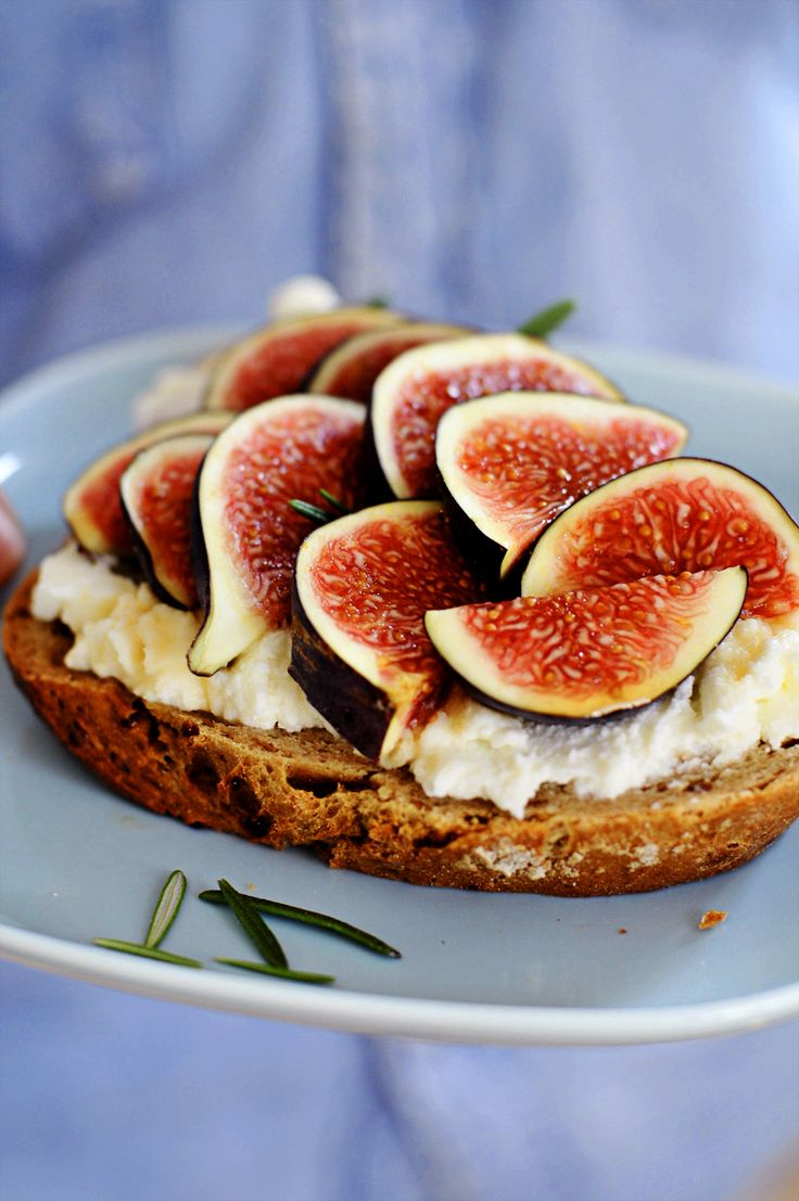 Sandwich with a ricotta cheese, honey, rosemary and figs