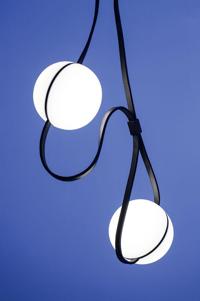 Lampade sferiche e stringhe nere. Spherical lamps and black strings.  Vulnicura by Anna Heck via @tizianatosoni #vemblack