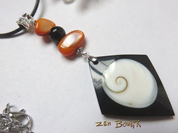 Collier pendentif oeil de Ste Lucie oeil de Shiva et perles de nacre Orange : Collier par zenboutik