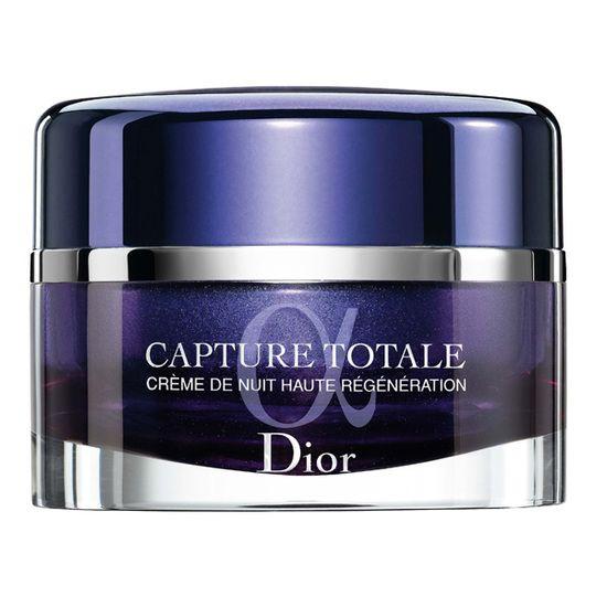 Poţiune nocturnă Crema antirid de noapte Capture Totale, Dior, 728 lei, aduce noi inovaţii în cronobiologia pielii. Aceasta are capacitatea de a dubla capacitatea de regenerare a celulelor stem, astfel încât pielea să fie mai frumoasă cu fiecare zi.