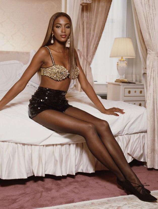Les plus belles jambes du monde naomi campbell for Les plus belles salle de bain du monde