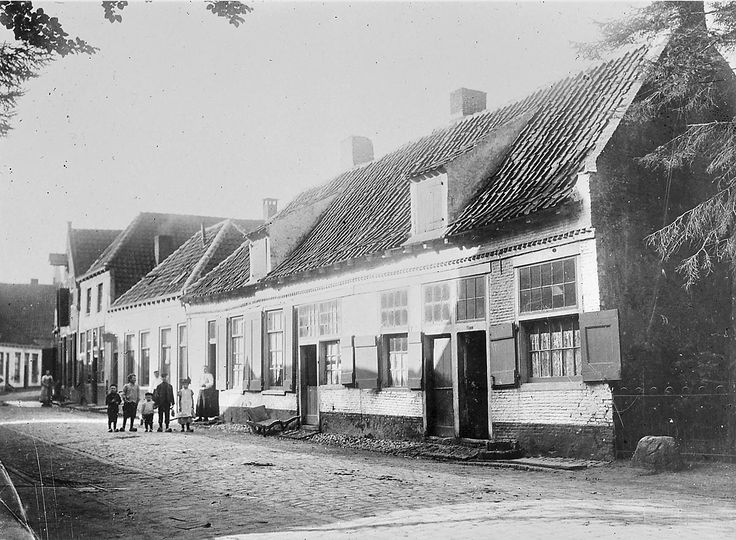 Amersfoort: Bloemendaal 72-76; Rij huizen gezien van rechts