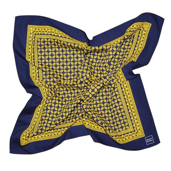 Mano stampato fazzoletto con il tradizionale Design di DezenDezen #kerchief #foulard #tshirt #vintage #handmade #handprinted #dezendezen #etsy