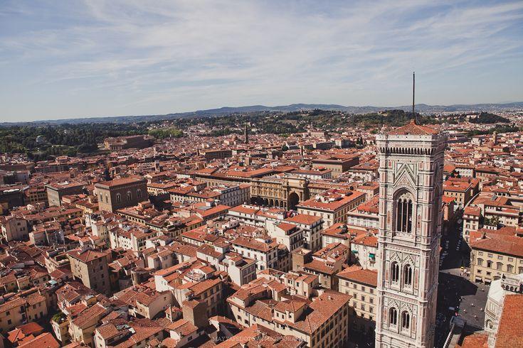 """<p>Сегодня мы предлагаем вам отправиться в атмосферную, жаркую и настроенческую Италию.<a href=""""http://vk.com/club28576767"""" target=""""_blank"""">Майя Федотова</a> поделилась с нами своей историей медового месяца, во время которого счастливые молодожены успели посетить несколько городов этой колоритной страны. Наслаждаемся вкусной пиццей, узкими улочками, старинными замками и солнцем вместе с вами!</p>"""