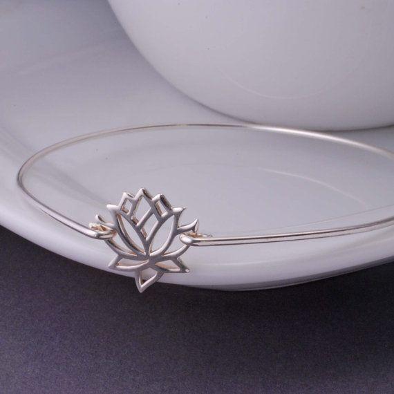 Bracelet en argent bijoux de fleur de Lotus par georgiedesigns, $36.00