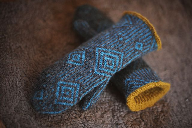 Ravelry: Project Gallery for Paradoxical Mittens 237 pattern by Lucy Neatby