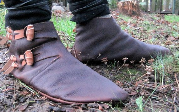 Dorestad: Old Norse Reproduction Handmade Leather Shoe - check the super clever handmade toggles