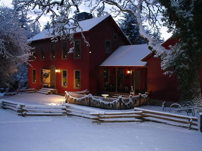 Gorgeous!: Holiday, Colonial Homes, Dream Homes, Dream House, Winter Wonderland, Country Christmas, Red Houses, Saltbox Houses