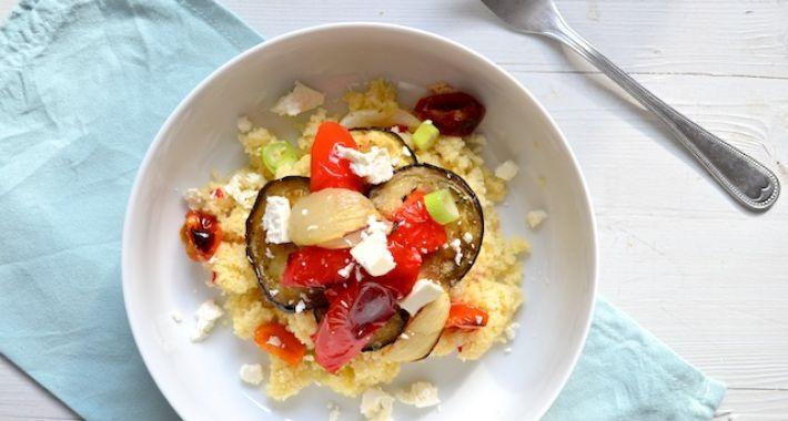 Een lekkere en makkelijke maaltijd voor doordeweeks is dit recept voor couscous met geroosterde groente.
