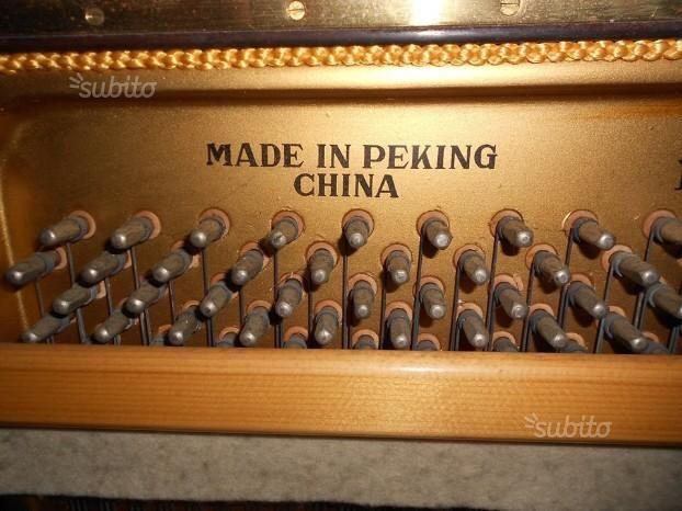 Beijing Hsinghai Pianoforte Verticale a Tre Pedali