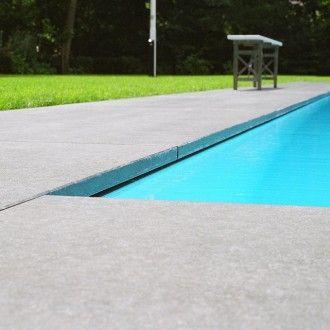 Dit zwembad heeft een onderloopgoot waar het water ondergronds wordt afgevoerd - Zwembadplein