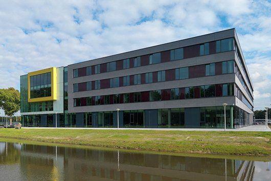 Het Stedelijk College Eindhoven, locatie Oude Bosschebaan is mijn derde stage geweest. Dit is een middelbare school voor VMBO onderwijs. Ik loop hier stage bij Wiskunde. Samen met mijn stagebegeleidster geef ik 2 klassen van 1 Kader les, 1 klas van 2 Mavo en 1 klas van 2 Kader. Ik loop hier stage op maandag en dinsdag. Ik loop hier stage sinds september 2015 tot op heden.