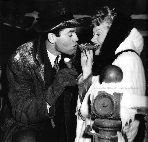 Lucille Ball, Henry Fonda on the set of «The Big Street», 1942