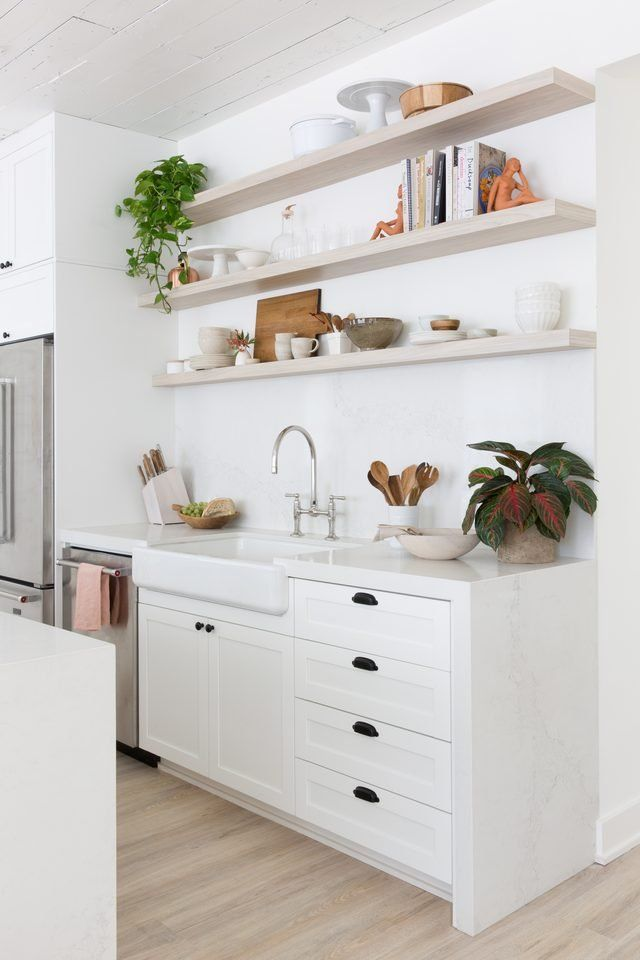 This White On White Austin House Turned Work Studio Is An Instagrammable Dream With Images Studio Kitchen All White Kitchen Home Decor