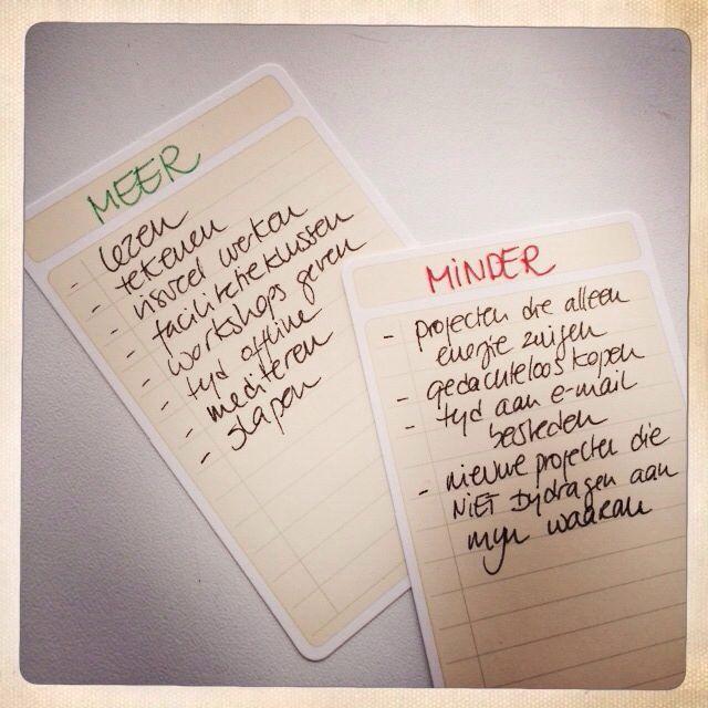 Er zijn heel veel manieren om prioriteiten te stellen. Als je het niet makkelijk vindt kun je hiermee beginnen: Een meer en minder lijstje. Als je aan een taak begint kijk je op welke lijst het staat en zo heb je inzicht in wat veel en weinig tijd mag kosten!