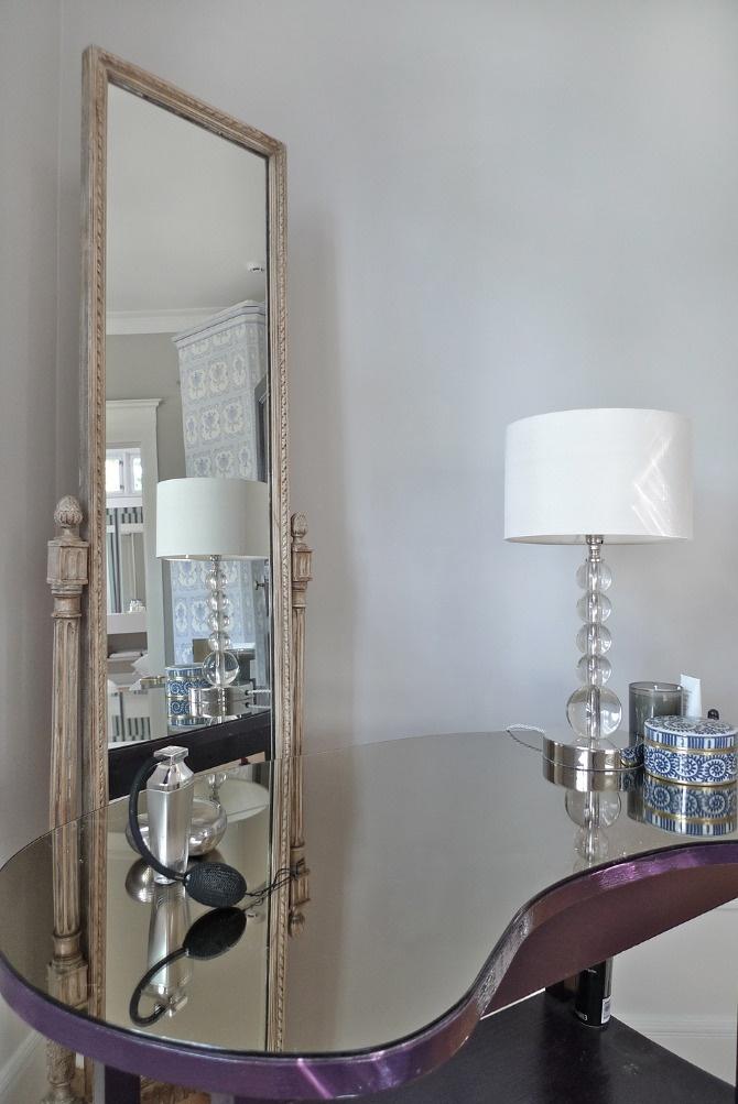 www.jeysenolesen.se © : interior design : residential project, stockholm : (dressing table vignette, mirror, swedish ceramic stove)