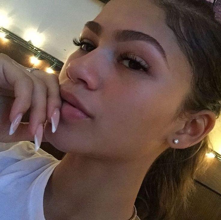 Zendaya's eyebrows are literally goals!!!♛