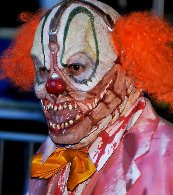 HHN 2009, Universal Studios Hollywood    A buckle-headed clown roams the streets of Halloween Horror Nights Hollywood.    Photo by Knoxley.