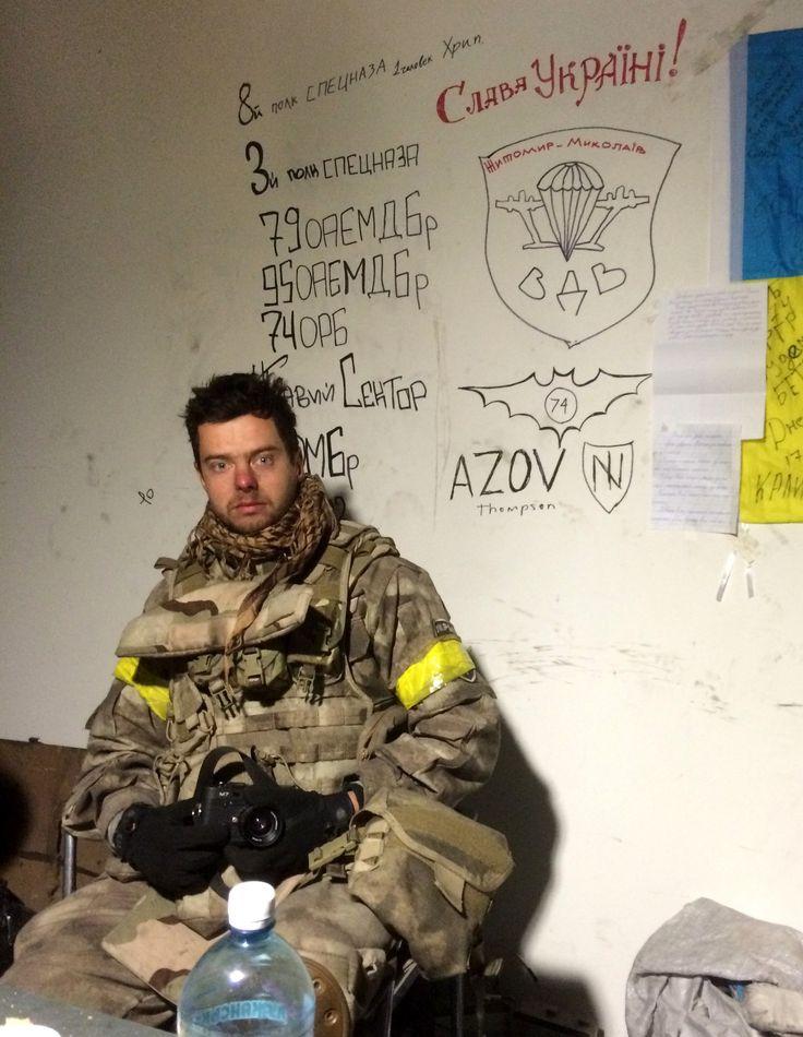 Стена славы терминала Донецкого Аэропорта. Дописал, отметился. Я уже в Киеве. Олесь Кромпляс