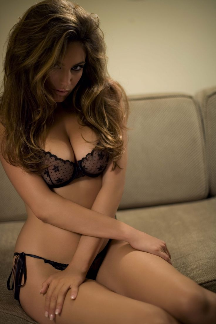 Kelly Brook - Sexy Lingerie Photos  Kelly Brook Lingerie -3761