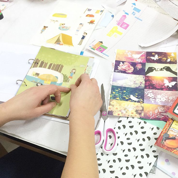 Workshop Agenda 2015 making last night was a success again! There are wonderful examples made. Thanks to holiday books and paper lovers @flowmagazine #workshop #agenda #filofax #projectlife #flow #flowweekly #flowmagazine #creatief