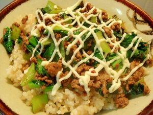 小松菜&ひき肉のピリ甘辛マヨ丼