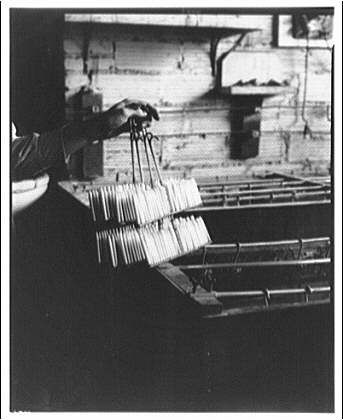 Page 1 of 2 - Sheaffer Factory Picture - Circa 1935 - posted in Sheaffer: Anyone see this on Shorpy today? Circa 1935. Sheaffer fountain pen factory, Fort Madison, Iowa. Final act of the pen manufacture.  http://www.shorpy.co...riginal#caption