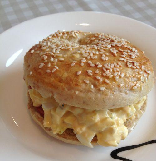 Bagel med eggesalat!