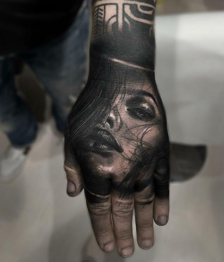 tatuajes en 3D rosto de mujer
