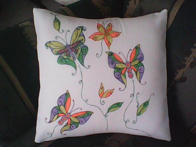 Coj n mariposas pinceladas y pintura en tela pinterest - Cojines pintados en tela ...
