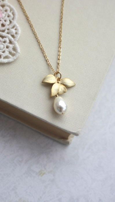 Orchid Flower Pearl Gold Necklace. An Orchid Jewelry. Bridesmaids Gifts. Gold Orchids and Pearl Necklace By Marolsha.