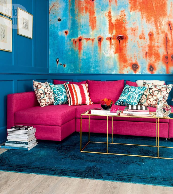 550 Square Foot Studio Turned into a Beautiful Colorful Pied-à-terre