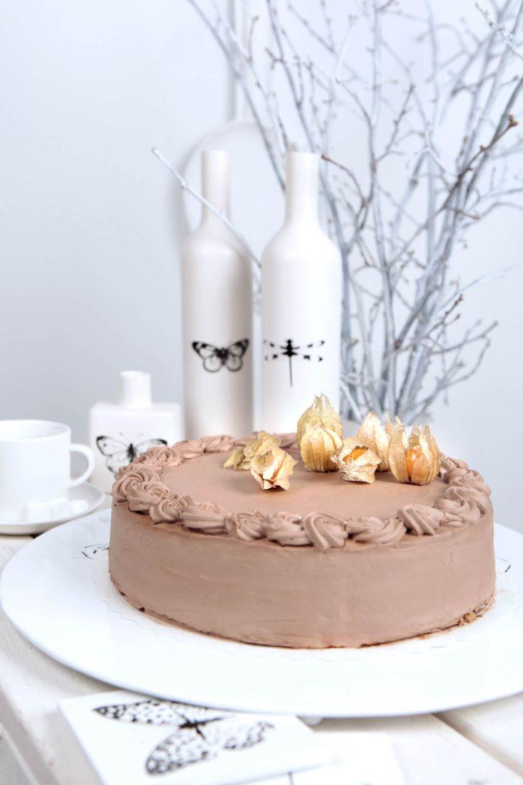 Suklaamousse-täytekakku