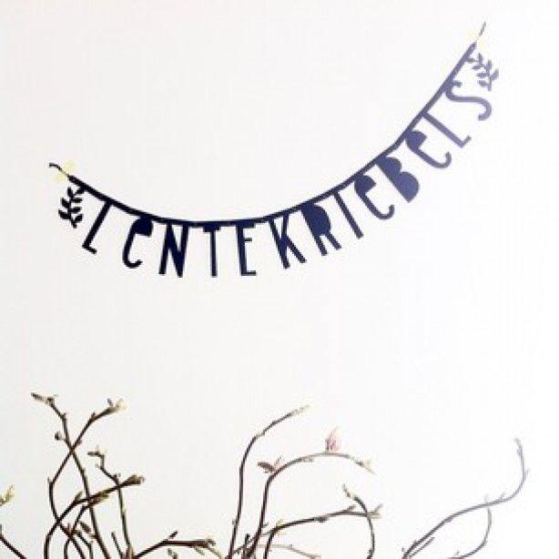 Een (zelf samen te stellen) letterslinger als decoratie.
