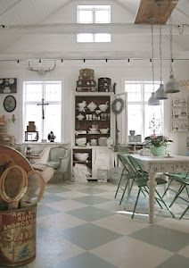 Swedish styleCasual Style, Shabby Kitchens, Shabby Chic, Kitchens Tables, Painting Floors, Swedish Style, Dreams Cottages, White Kitchens, Laundry Room