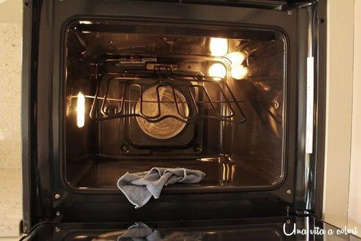 Ecco come pulire il forno tradizionale senza usare prodotti chimici tossici. Pulire il forno in modo naturale è salutare e sicuro.Potrai cucinare tranquilla